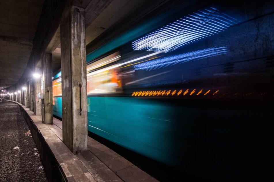 Die Bahnschranken sollen geöffnet und die Ampel ausgeschaltet gewesen sein. (Symbolbild)