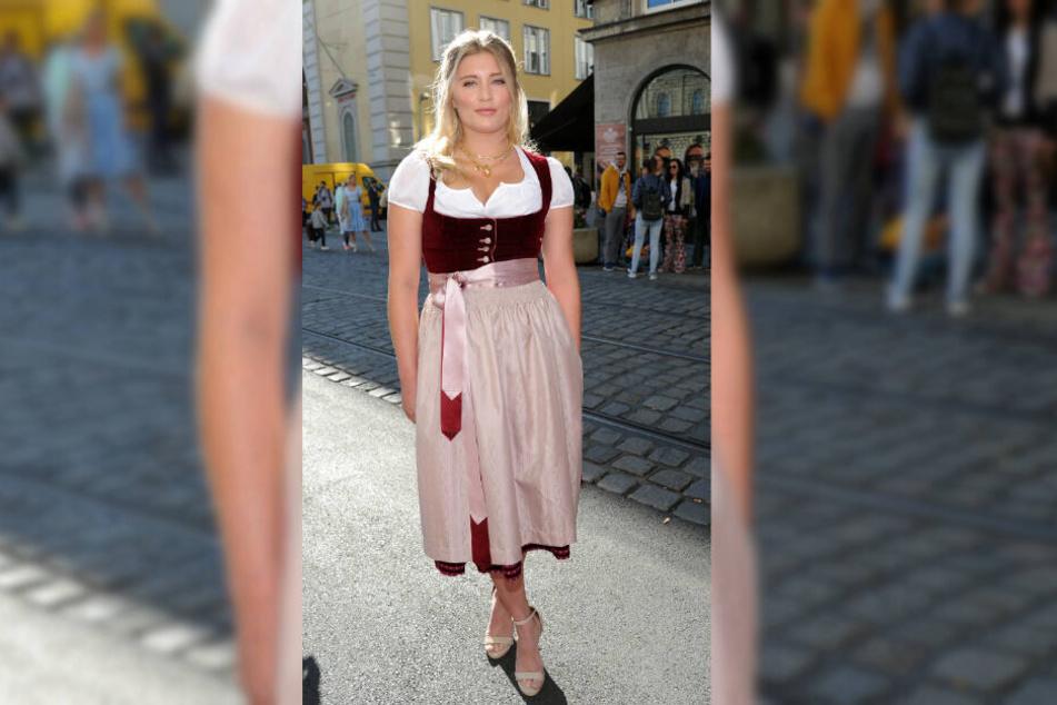 Luna Schweiger zeigte sich am Rande des Münchener Oktoberfestes im feschen Dirndl.