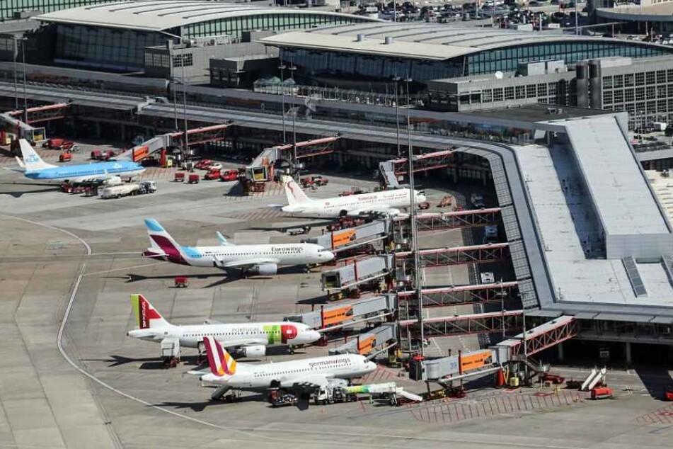 In einer Technikhalle hatte es am Sonntagabend im Hamburger Flughafen gebrannt.