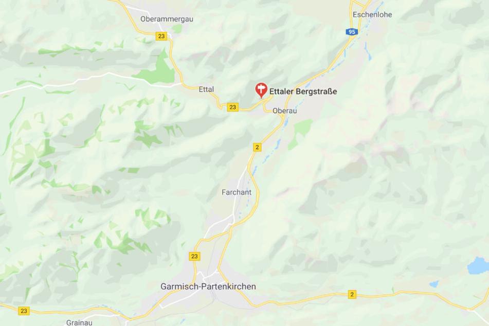 Auf der Bundesstraße 23 bei Oberau in Bayern ist es zu einem schweren Verkehrsunfall gekommen.