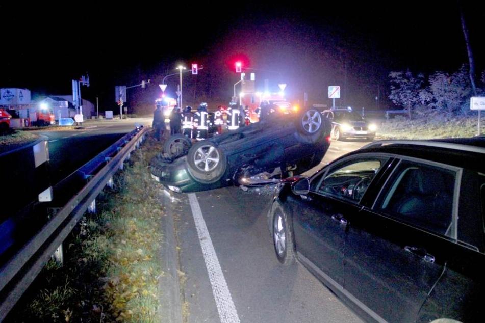 Nach dem Unfall mussten beide Fahrzeuge abgeschleppt werden.