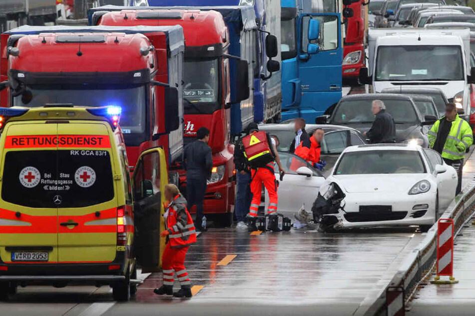 Schwerer Porsche-Unfall auf A4: Zwei Verletzte, darunter ein Kleinkind (1)