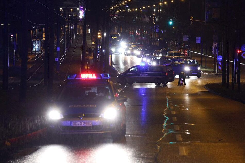 Die Polizei ist mit zahlreichen Einsatzkräften vor Ort.