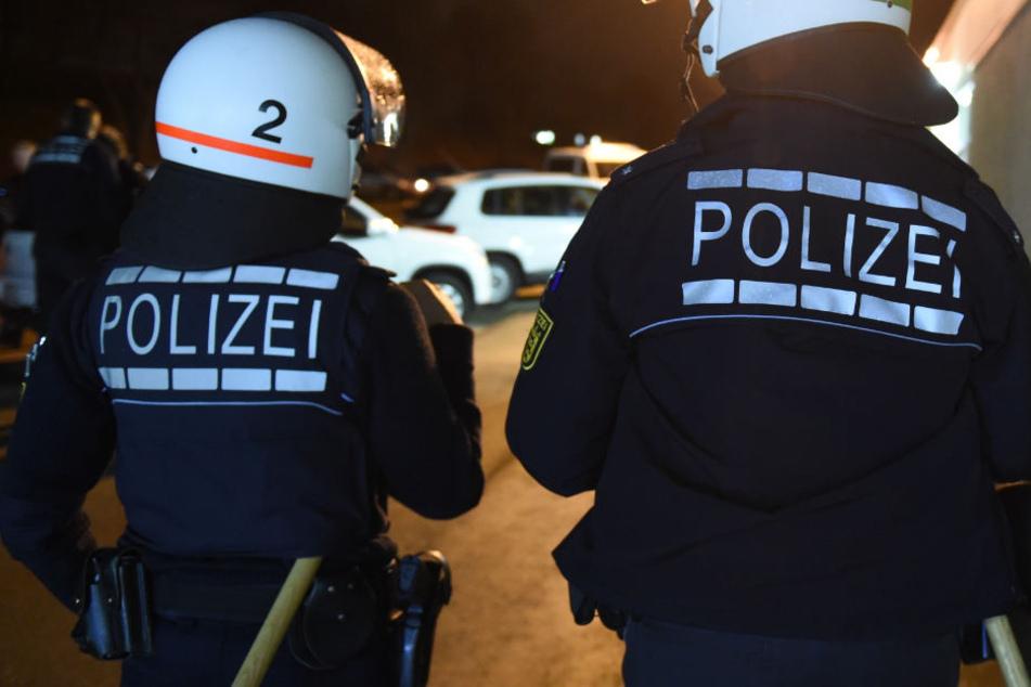 Beim Eintreffen der Polizei löste sich die Schlägerei sofort auf (Symbolbild).
