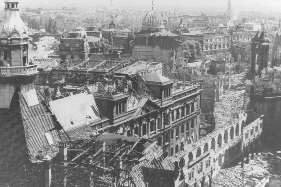 Nach den Bombenangriffen am 13. und 14. Februar liegt Dresden in Schutt und Asche.