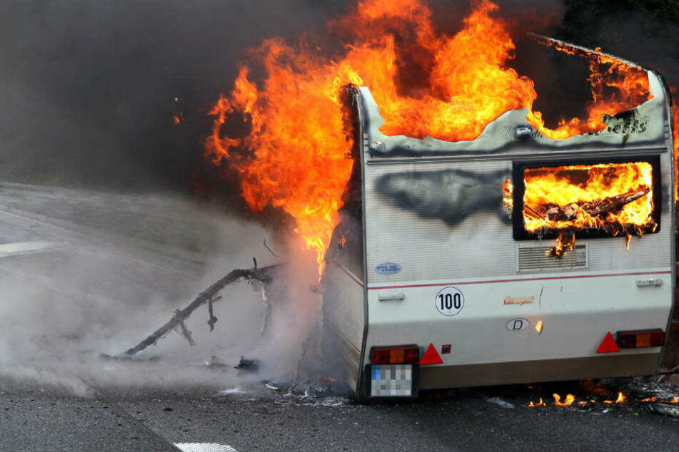 24 Brände gelegt und Zug-Unfälle verursacht: Polizei nimmt Randale-Truppe fest