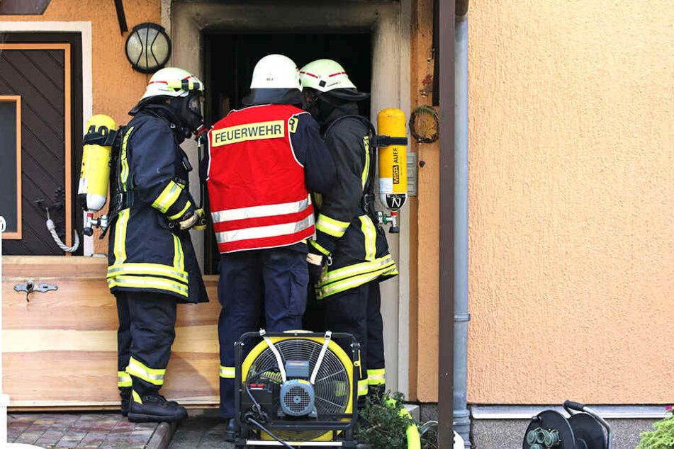 Die Feuerwehrleute löschten den Brand relativ zügig.