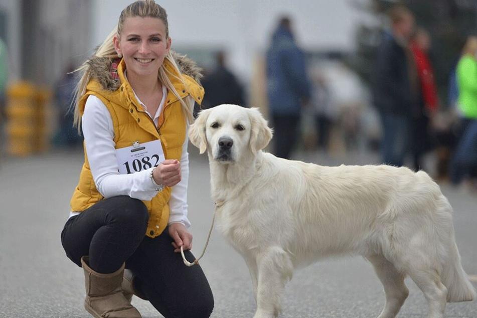 Fast schon ein Klischee: Die angehende Sozialpädagogin Justine Blumenthal (24) trat mit ihrer baldigen Therapie-Golden-Retriever-Hündin Malia an.