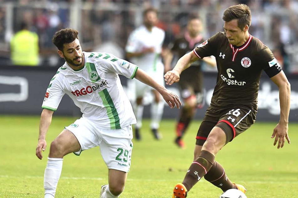 Als Kiez-Kicker beim FC St. Pauli kämpfte Sören Gonther (r.) zweimal um den Klassenerhalt, setzte sich dabei - genauso wie gegen Fürths Tolcay Cigeri - aber durch.