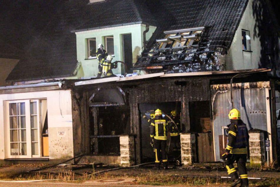 Den Brand im Haus konnten die Feuerwehrleute noch löschen.