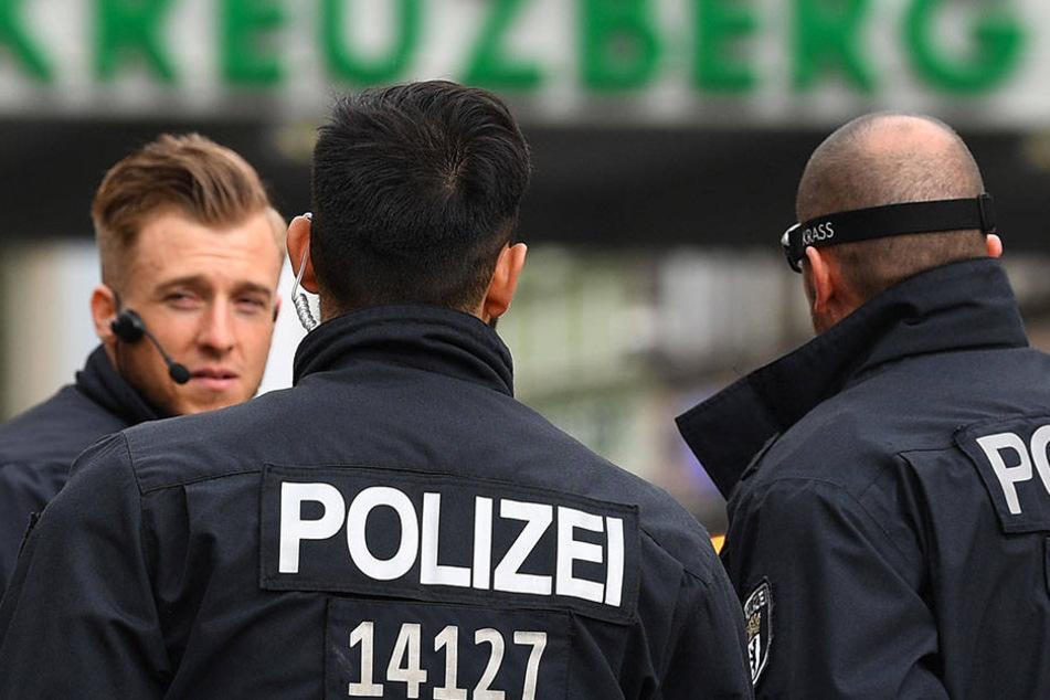 Die Berliner Polizei sucht fieberhaft nach dem Flüchtigen. (Symbolbild)