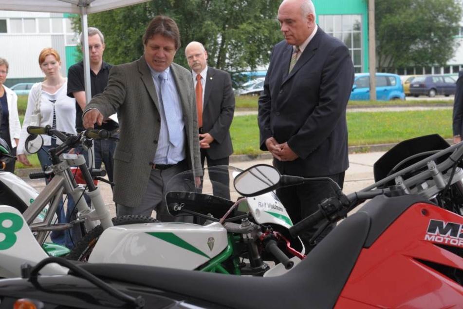Im Wahlkampf versprach damals Wirtschaftsminister Thomas Jurk (SPD, rechts) Martin Wimmer die Bürgschaft. Erst Amtsnachfolger Sven Morlok (FDP) bestätigte sie.