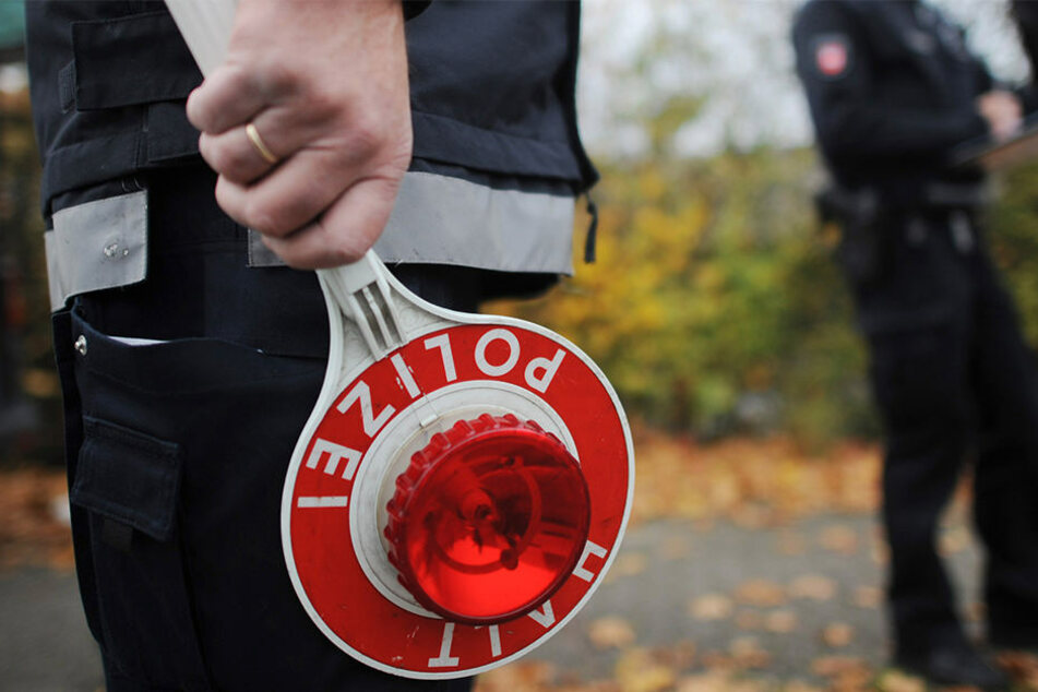 Die Polizei musste bei einer Verkehrskontrolle in Zwenkau gleich mehrere Anzeigen schreiben.