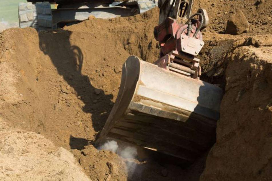 Die Baggerschaufel zerquetschte einen Bauarbeiter. (Symboldbild)