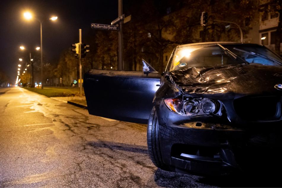 Der beschädigte BMW des Todes-Rasers steht an der Unfallstelle.