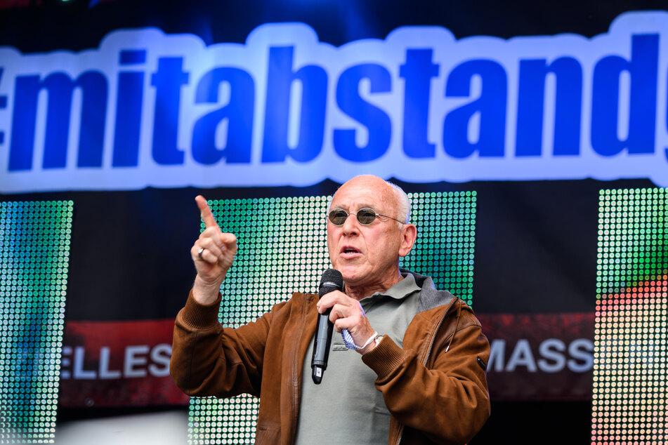 Marek Lieberberg, Konzertveranstalter, spricht auf einer Kundgebung der Veranstaltungsbranche.