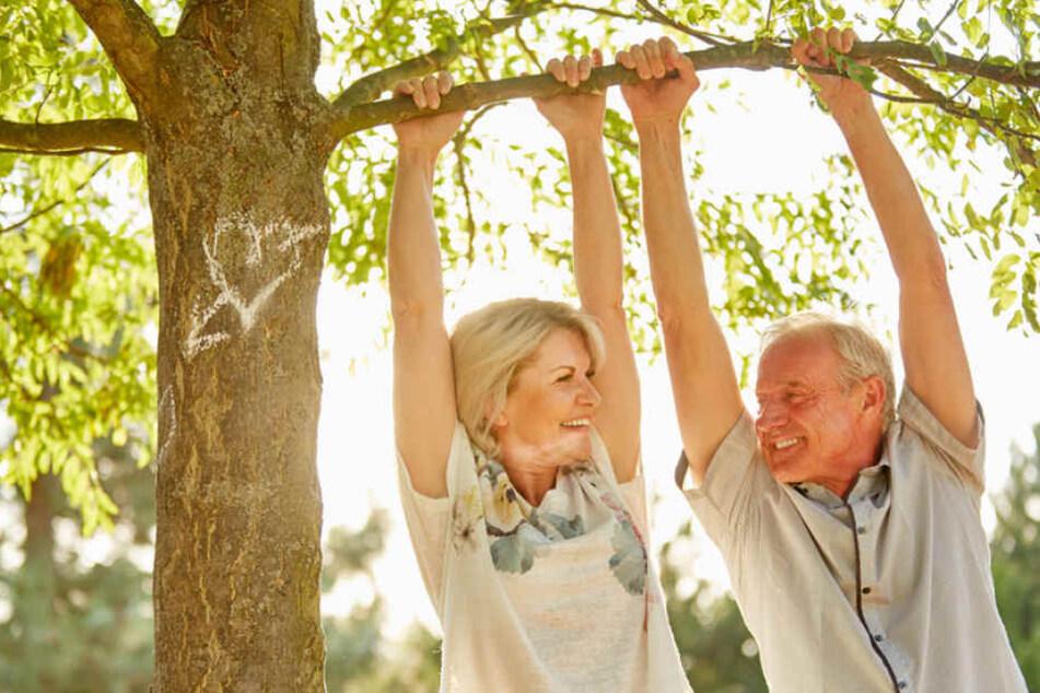 Nicht nur im Alter: ungesunde Lebensgewohnheiten können das Herz belasten.