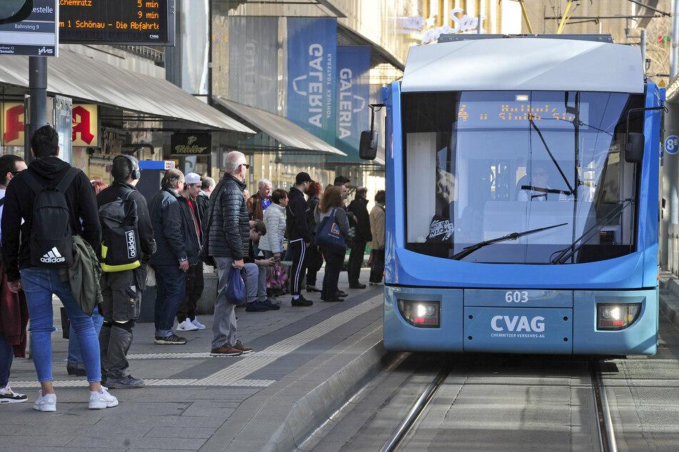 Die Linie 4 ist regelmäßig voll - die Beschwerden der Fahrgäste häufen sich.