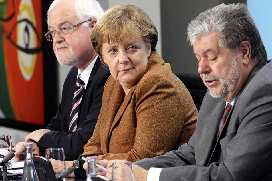 Kurt Beck (re) äußerte Verständnis für die Kritik am Umgang Angela Merkels mit den Angehörigen der Terror-Opfer (Archivbild).