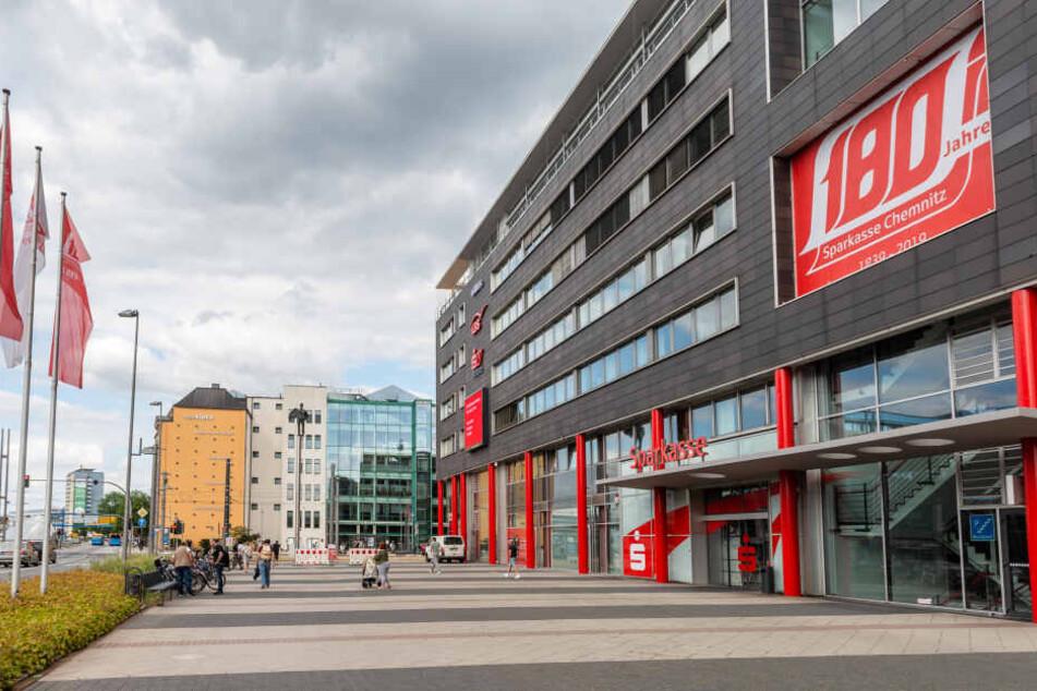 Fast wären 22.000 Euro weg gewesen: Sparkassen-Mitarbeiterin verhindert Betrugsversuch
