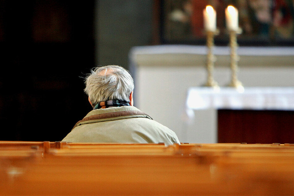 Die Bänke in der Kirche werden immer leerer.