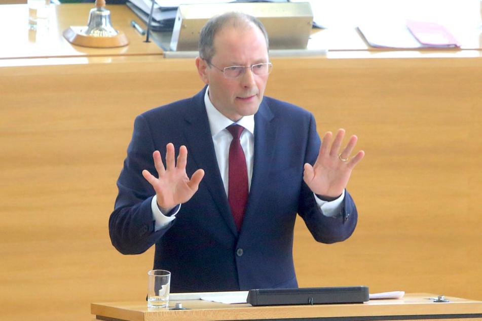 Innenminister Markus Ulbig (52, CDU).