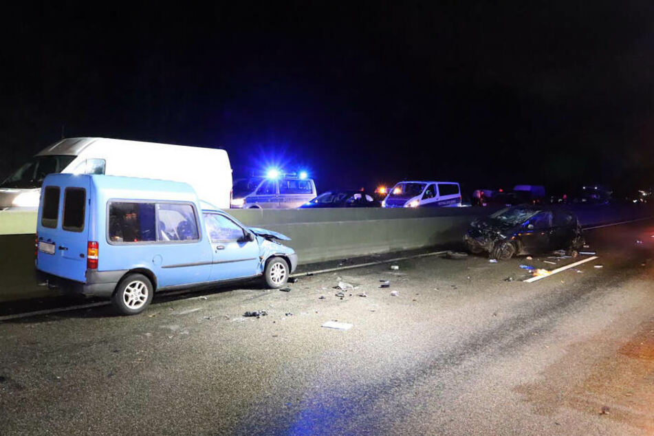 Tödliches Überholmanöver: Frau schleudert aus Auto auf die Gegenfahrbahn