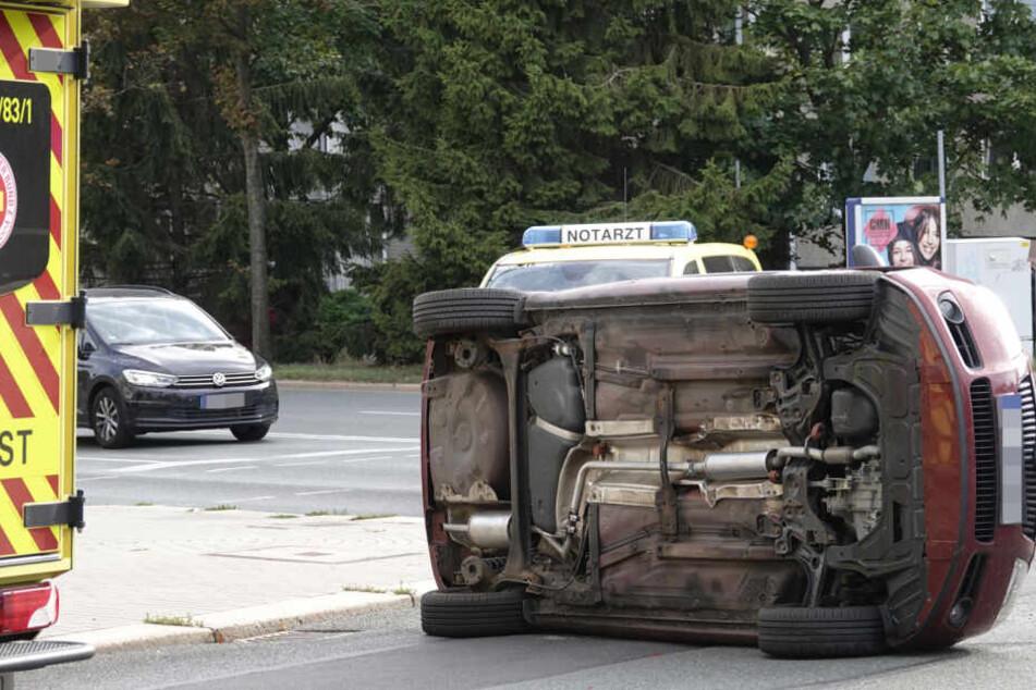 Schwerer Unfall: Audi und Skoda krachen in der City zusammen