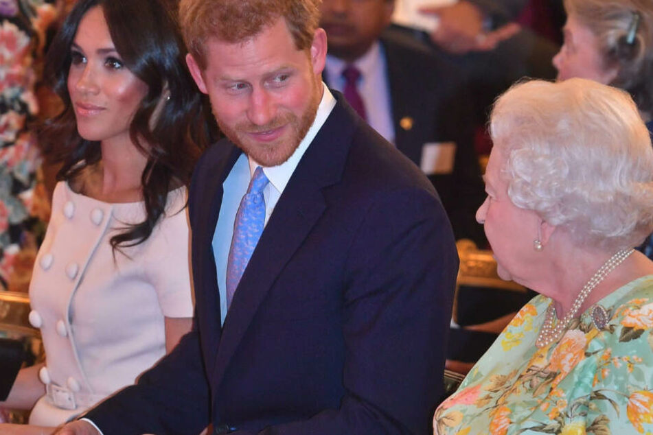 Prinz Harry (M.) und seine Ehefrau, Herzogin Meghan, feiern Weihnachten dieses Jahr nicht mit der Queen.