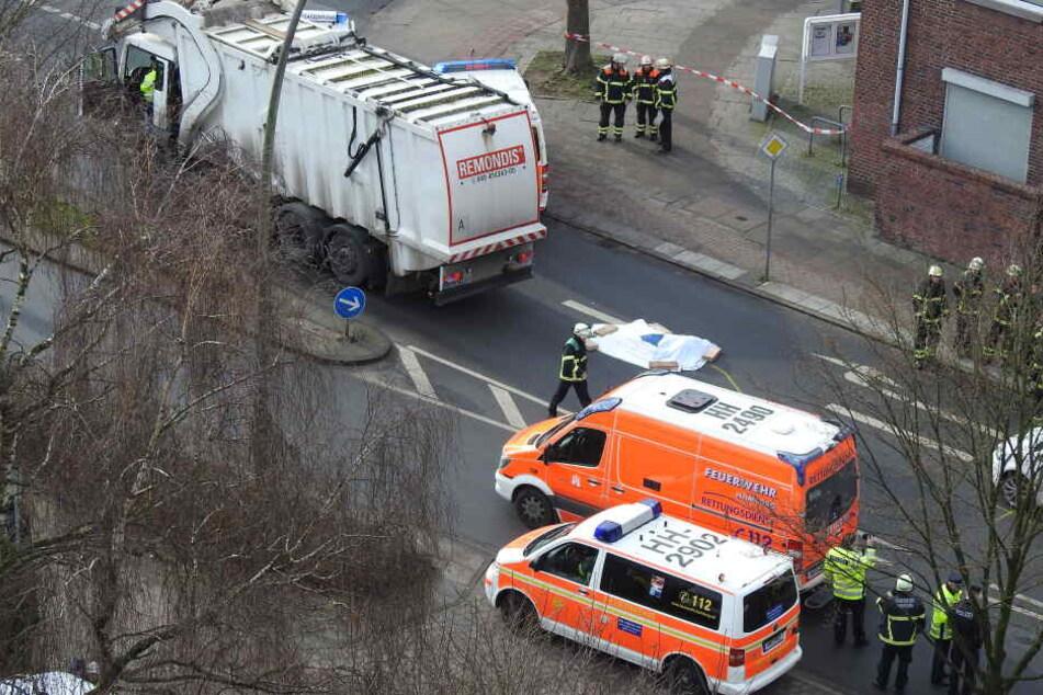 Müllwagen überrollt Fußgängerin und verletzt sie tödlich