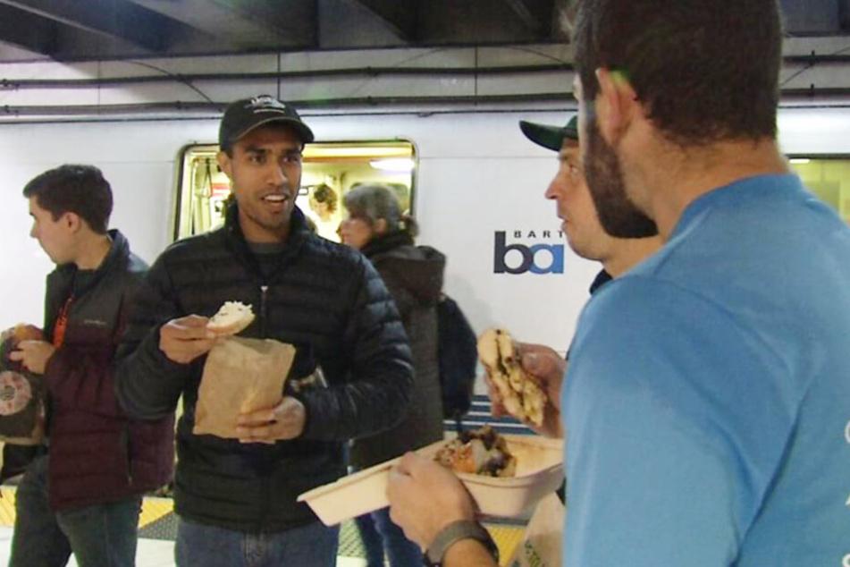 Die Teilnehmer standen nur auf dem Bahnsteig und aßen friedlich.