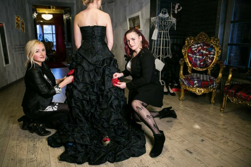 """Auch schwarze Brautkleider werden verkauft: Hier im """"Cynderella Dreams"""" in Bad Lauterberg."""