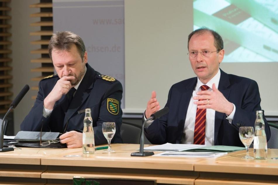 Sachsens Landespolizeipräsident Jürgen Georgi (li.) saß neben Minister Ulbig.