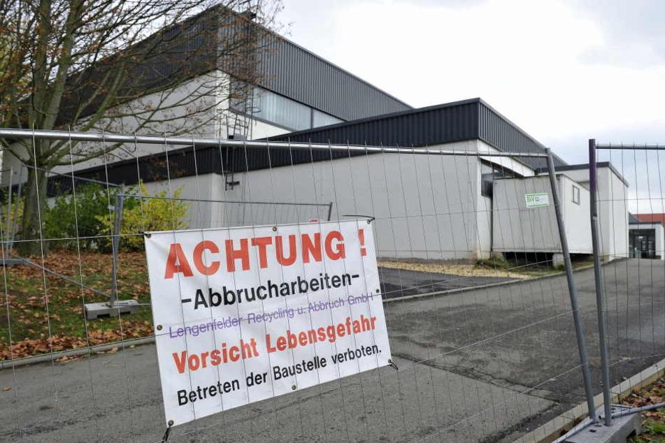 Die Turnhalle am Scheffelbergcampus muss abgerissen werden.