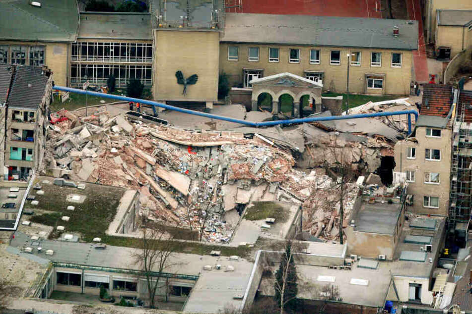 Die Einsturzstelle mit den Trümmern des damaligen Kölner Stadtarchivs.