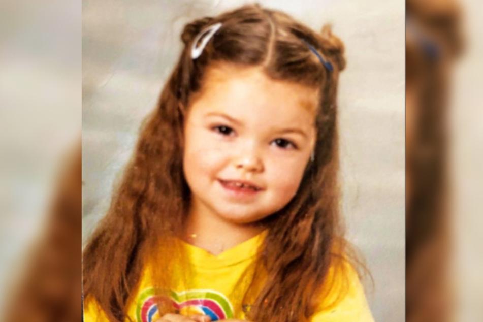 So niedlich sah Enisa Bukvic (26) als kleines Mädchen aus.