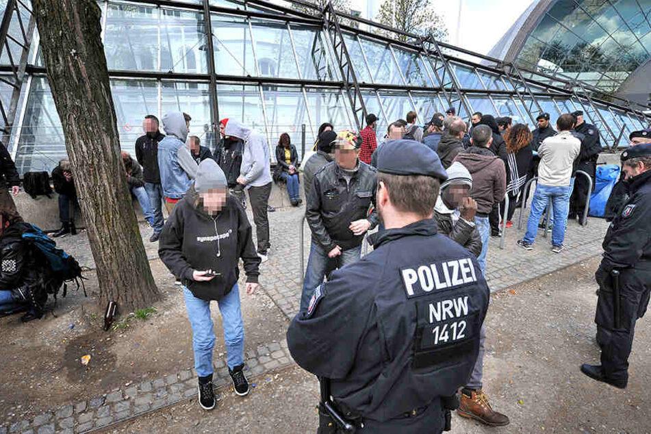Die Polizei führt routinemäßig Großkontrollen (hier: April 2016) Großkontrollen an der Tüte durch.