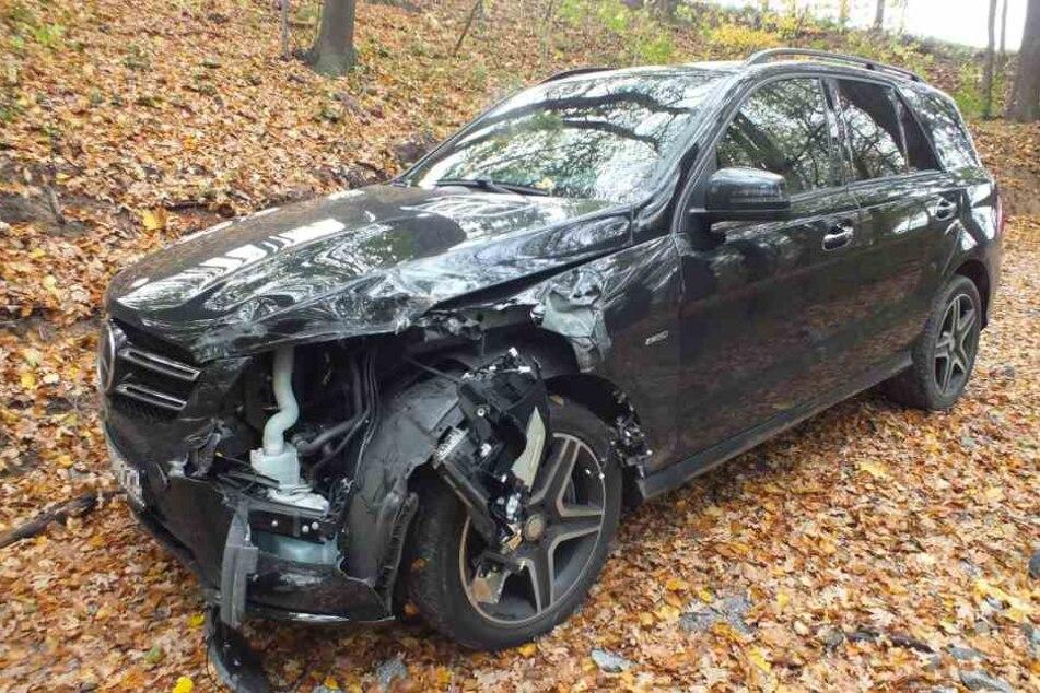 Der Mercedes wurde in Wiesbaden geklaut, lieferte sich eine Verfolgungsjagd durch die Lausitz.