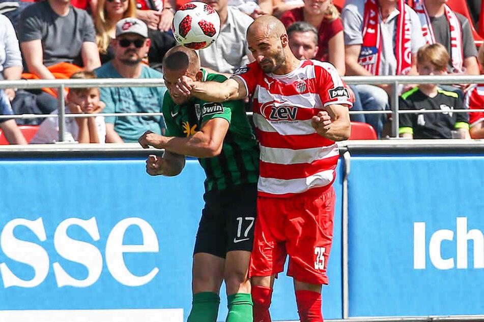 René Klingenburg (l.) geht dahin, wo es wehtut. So wie hier am letzten Spieltag der vergangenen Saison für Preußen Münster im Kopfballduell mit Zwickaus Nico Antonitsch.