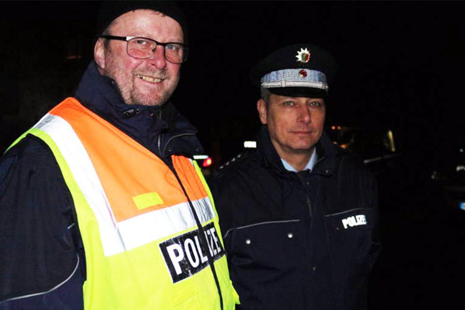 Der Leiter des Verkehrsdienstes Michael Steffen (links) und Polizeisprecher Steven Haydon gingen mit ihren Kollegen auf Verbrecher-Jagd im Kreis Herford.