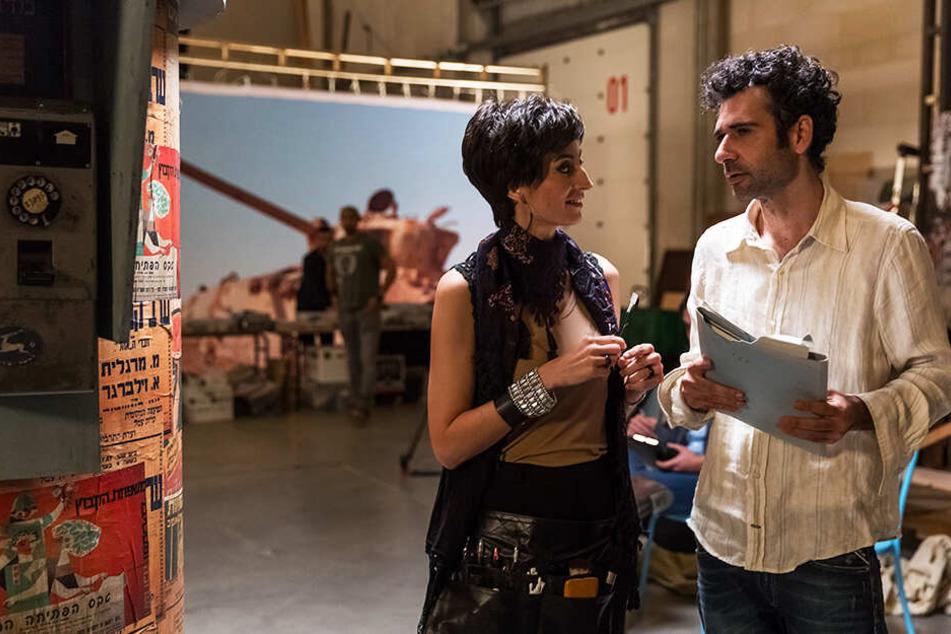 Maisa (l., Laetitia Eido) will ebenfalls eine Rolle von Salam Abbass (Kais Nashif) in der Soap-Opera.