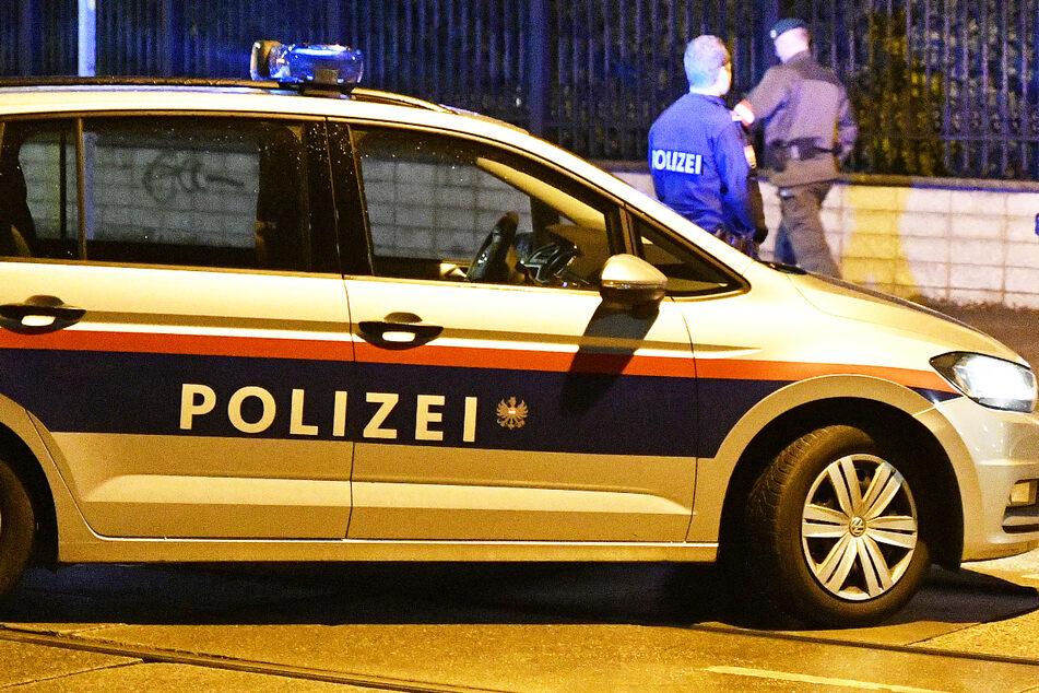 Polizei im Einsatz: Die Leiche des rund 70 Jahre alten Mannes wies mehrere Stichwunden am Oberkörper und im Halsbereich auf. (Symbolbild)