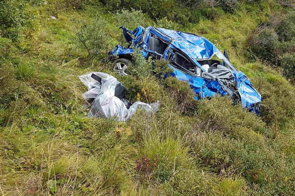 Ein 52-Jähriger stürzte mit seinem Fahrzeug 200 Meter in die Tiefe.