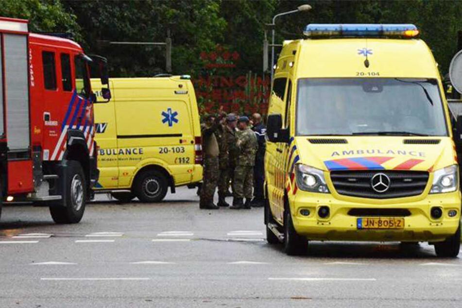Ein Jugendlicher musste schwer verletzt in ein Krankenhaus gebracht werden.