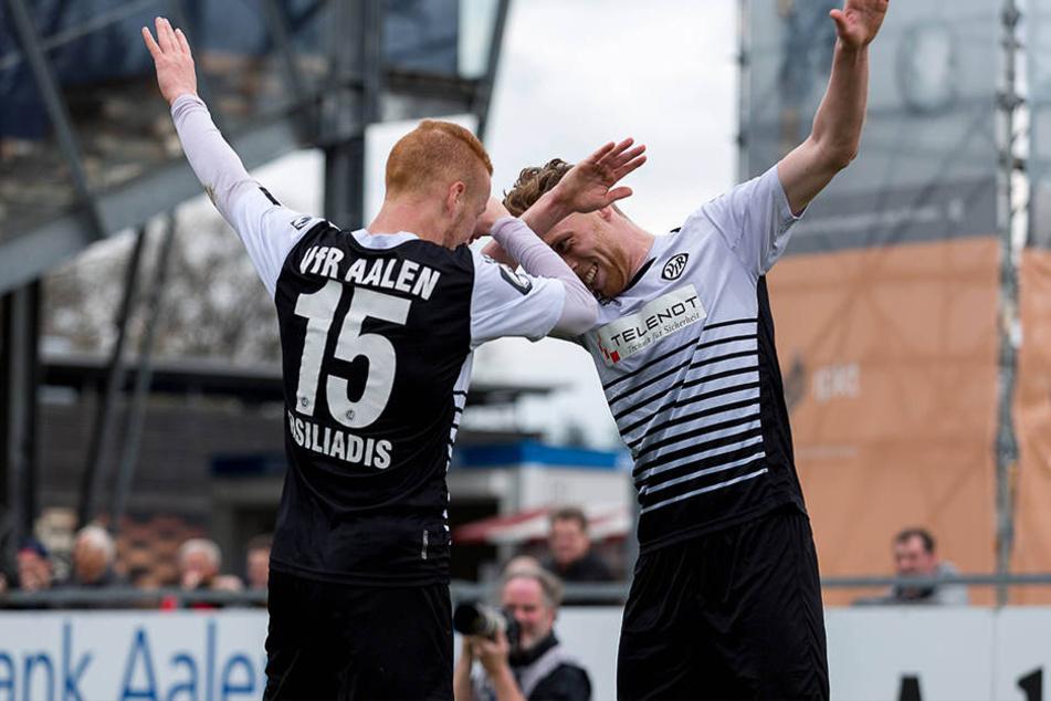 Beim VfR Aalen war die Freude über den 4:0-Sieg groß.