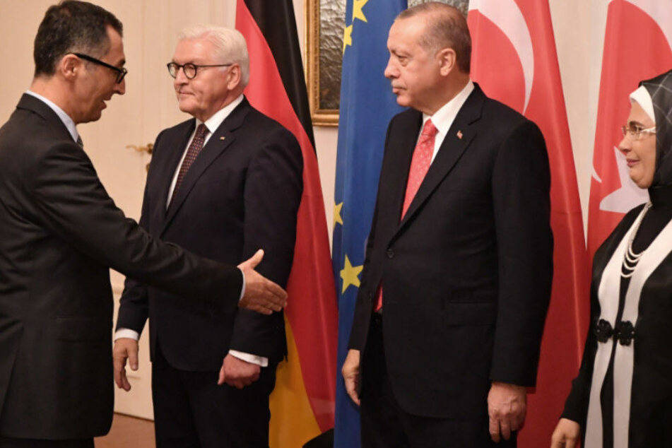 Cem Özdemir begrüßt Recep Tayyip Erdogan im Schloss Bellevue.