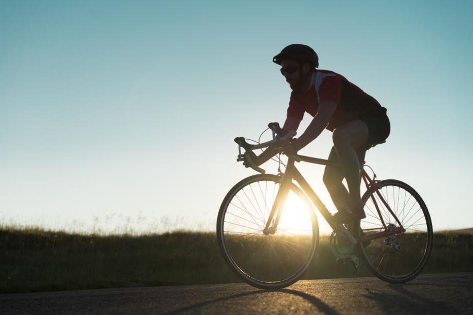 Der Kölner (56) starb nach der Kollision mit dem Trekkingbike. (Symbolbild)