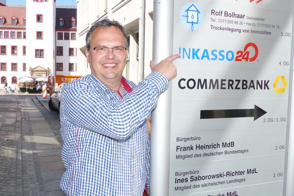 Frank Dietel von Inkasso 24 vor seinem Firmensitz.
