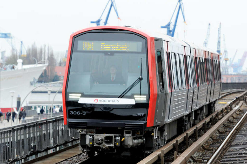Die Züge der Linie U3 fahren direkt am Hafen entlang und sind daher bei Touristen besonders beliebt.