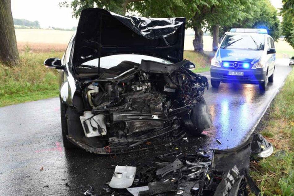 Schwerer Unfall: Fahrer kracht mit VW frontal in entgegenkommendes Auto